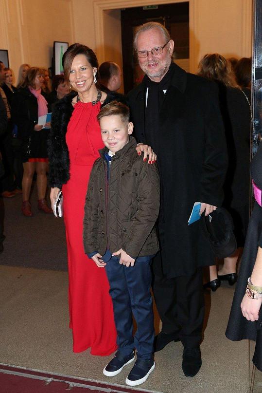Vašo Patejdl s manželkou a synem na snímku z loňského listopadu