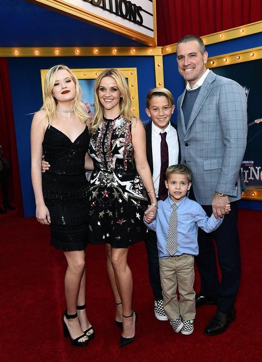 Reese vzala na premiéru animovaného muzikálu Zpívej celou rodinku.