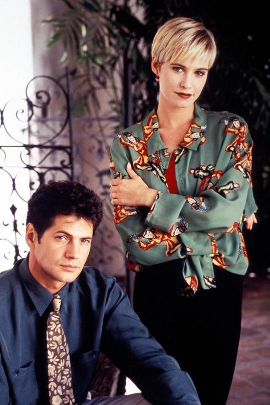 Thomas Calabro alias Michael Mancini se svou seriálovou manželkou Jane, kterou hrála Josie Bissett. V seriálu Melrose Place hrál Calabro po celou dobu vysílání.