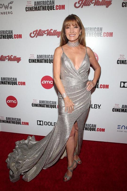 Jane Seymour přišla na galavečer v nádherném stříbrném modelu.