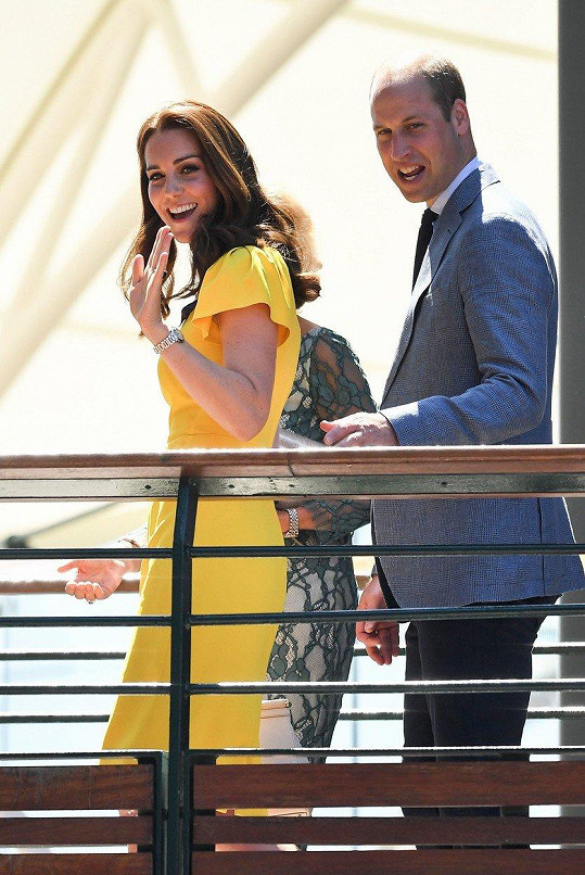 Vévodkyně Kate s manželem Williamem dorazili zhlédnout mužské finále Wimbledonu.