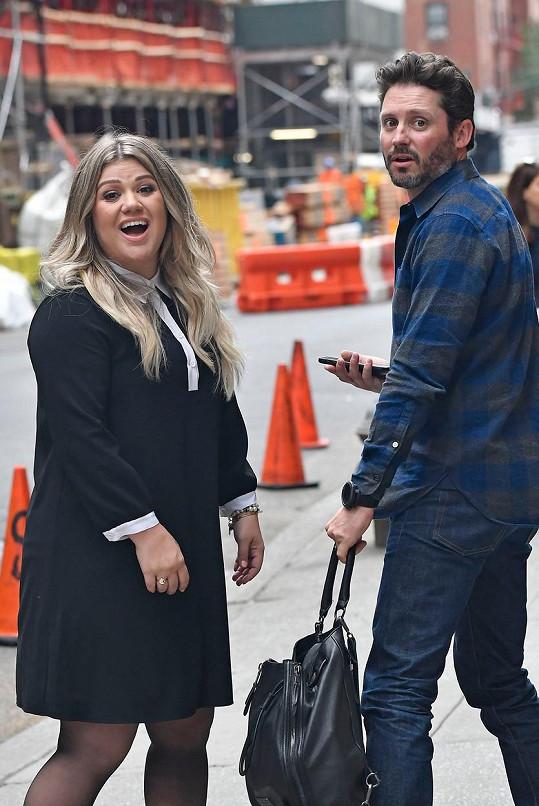 Kelly s manželem Brandonem Blackstockem na nejnovější fotografii.
