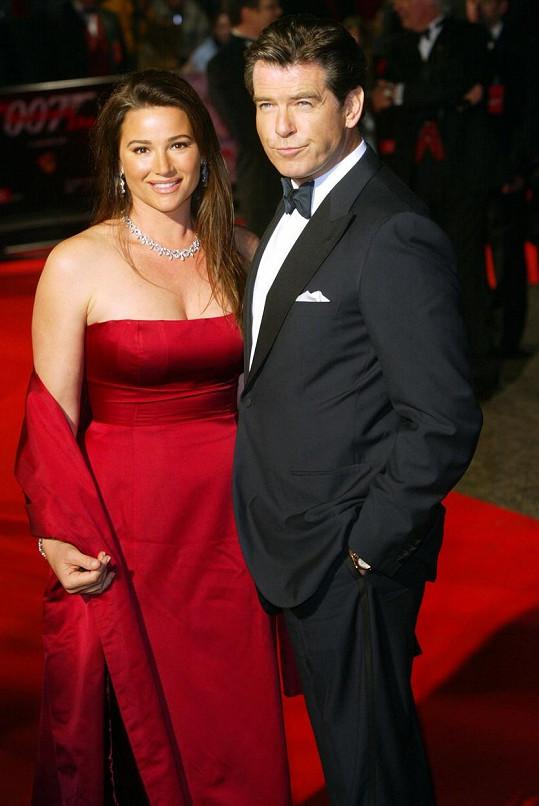 Pierce Brosnan a Keely Shaye Smith v roce 2002