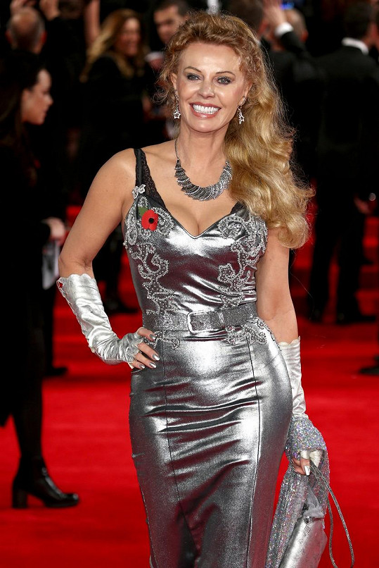 Kristina Wayborn byla ozdobou slavnostní premiéry.