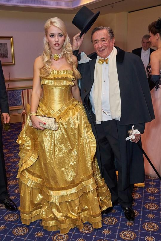 Fantom vídeňské opery se však musel věnovat i své manželce.