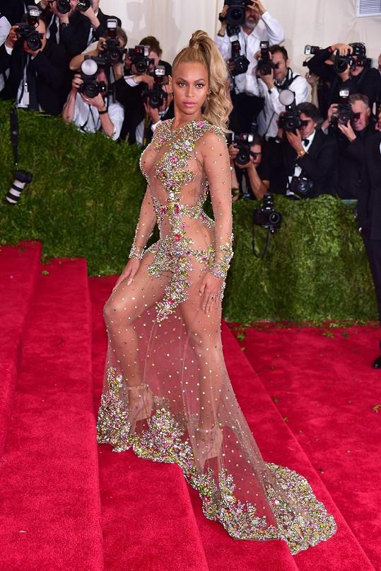 Beyoncé oblékla róbu Givenchy.