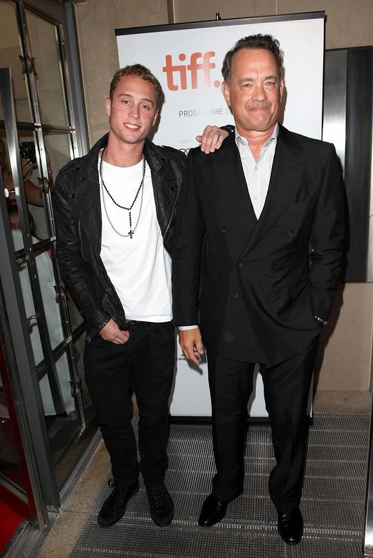 Tom Hanks se svým problémovým synem (2012)