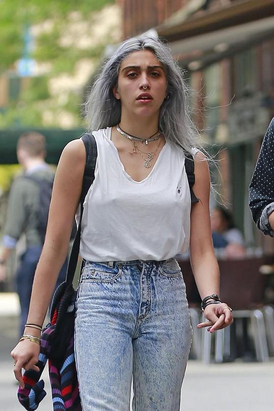 Lourdes se tentokrát ohákla do punkového stylu.