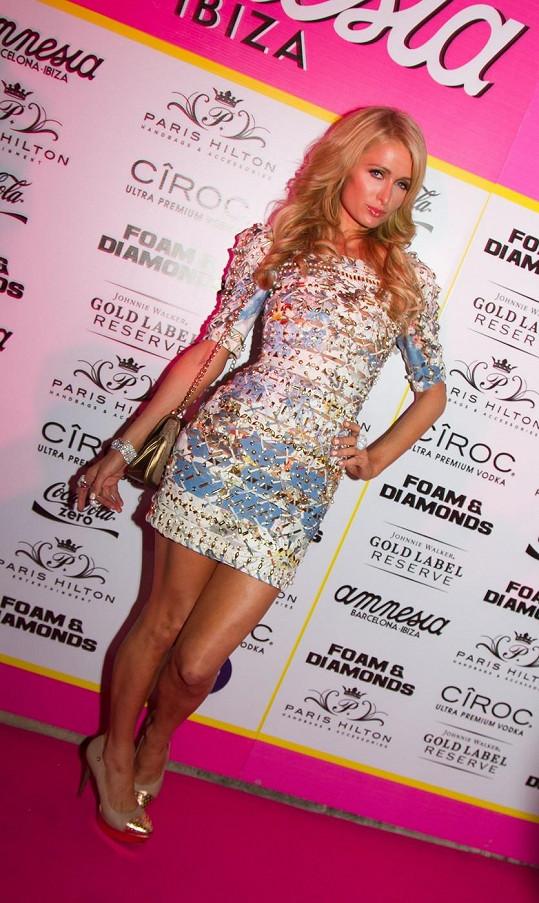 Paris Hilton vynesla tento model loni v létě.