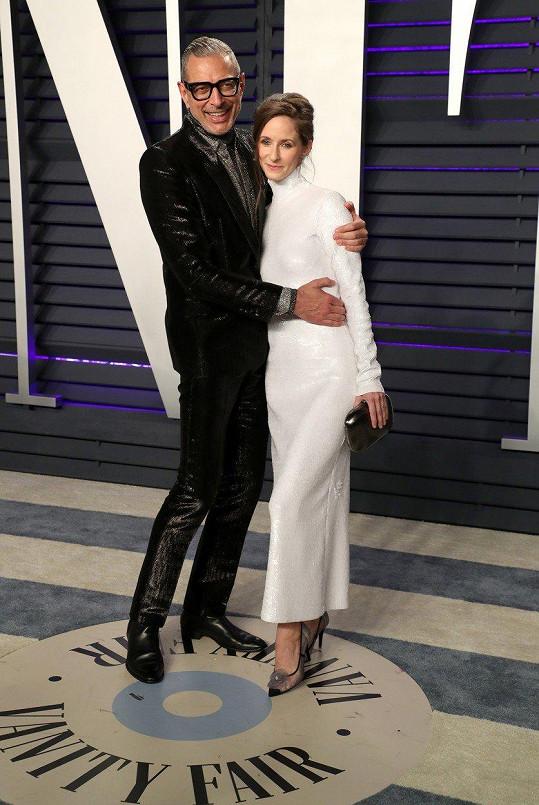 Jeff Goldblum s o 30 let mladší manželkou Emilií Livingston, díky níž se stal po šedesátce otcem dvou synů.
