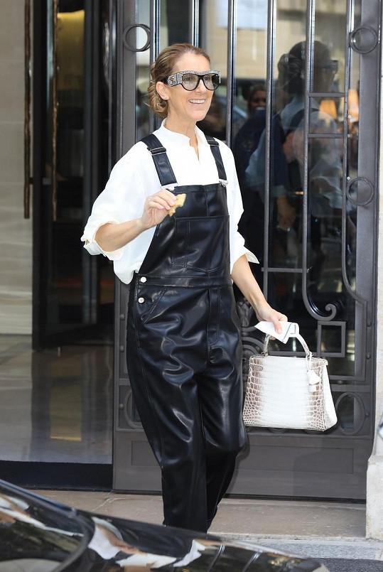 Její módní kreace jsou pověstné a velmi, velmi drahé.