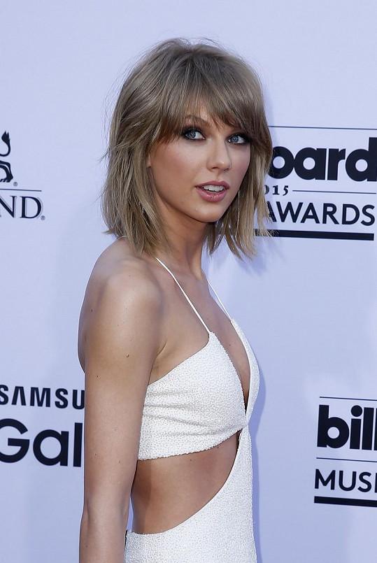 K Taylor vždy patřila útlá spíš chlapecká postava...