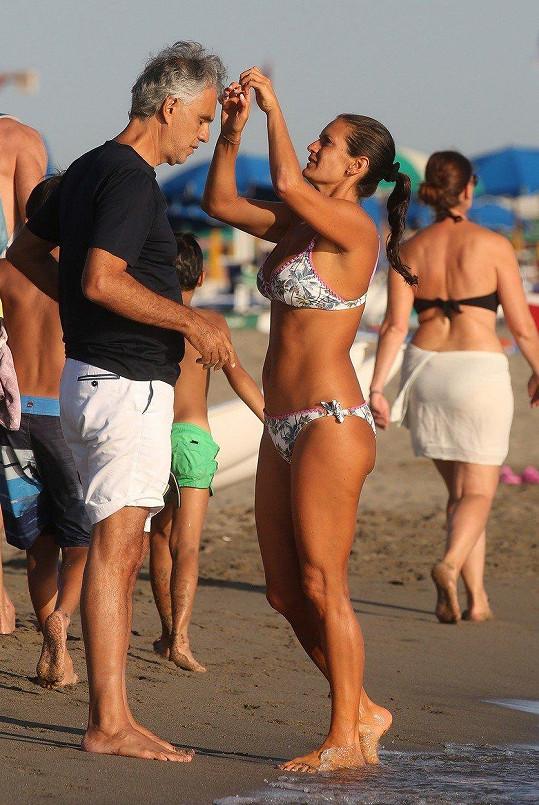 Andrea Bocelli s o 25 let mladší manželkou