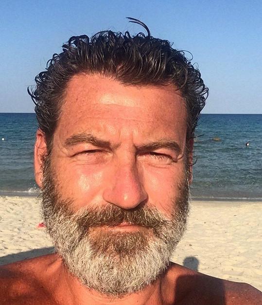 Radim Fiala si přes léto nechal narůst vousy.