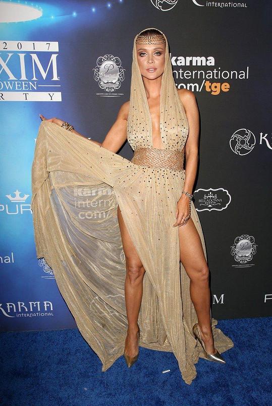 Joanna Krupa ve zlatém