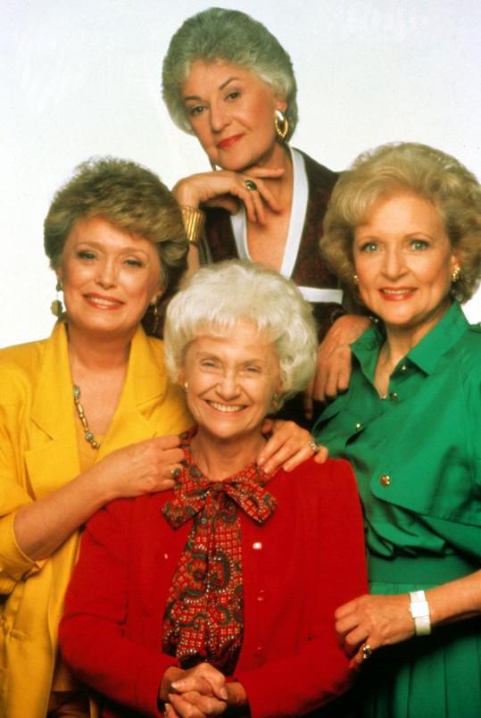 White (vpravo) s kolegyněmi ze seriálu Golden Girls.