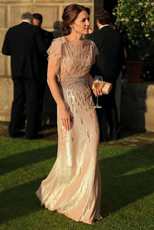 Vévodkyně je stále štíhlá jako laňka.
