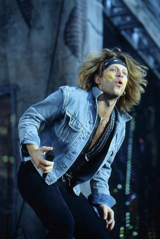 Blond vlasy k němu neodmyslitelně patřily (1988).