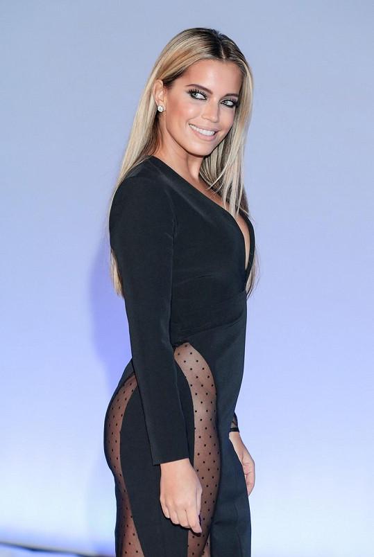 Sylvie se v Německu předvedla v odvážných šatech.