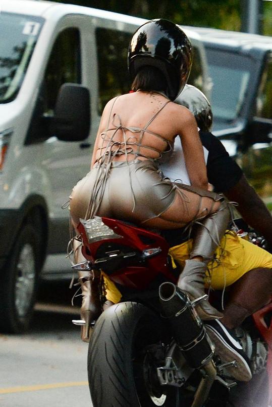 Rihanna bude v klipu součástí motorkářského gangu.