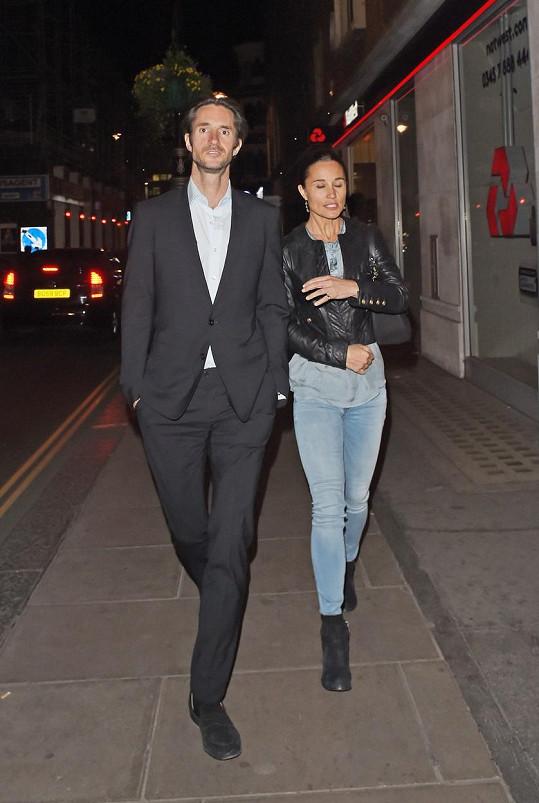 Pippa Middleton se nastěhovala k příteli Jamesovi.