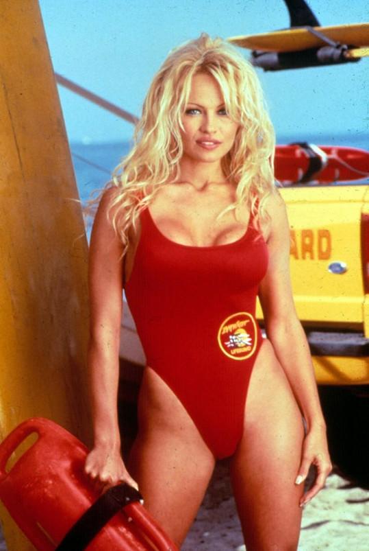 Pamela Anderson se proslavila v Pobřežní hlídce.
