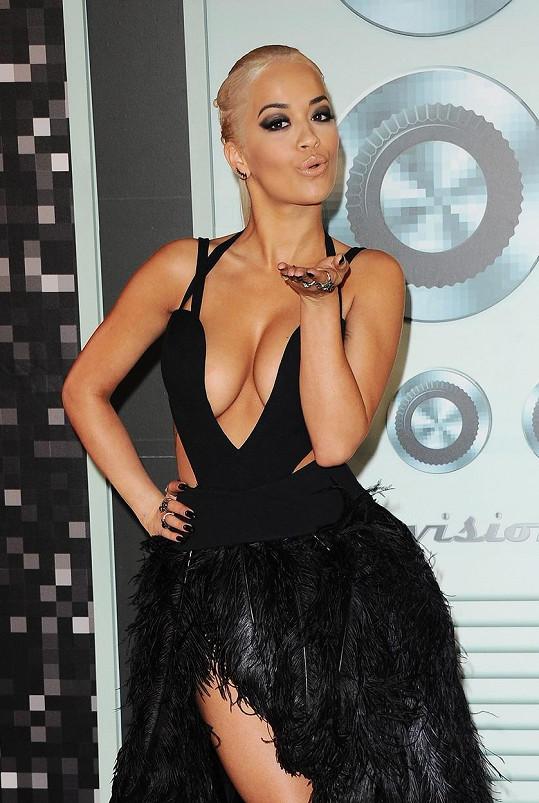 Rita Ora bude zpívat před papežem.