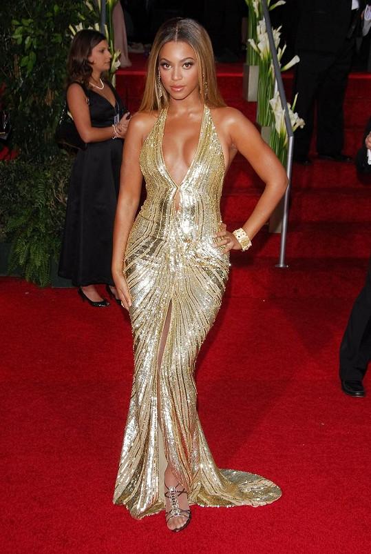 Beyoncé v ikonických šatech od Elieho Saaba v roce 2007