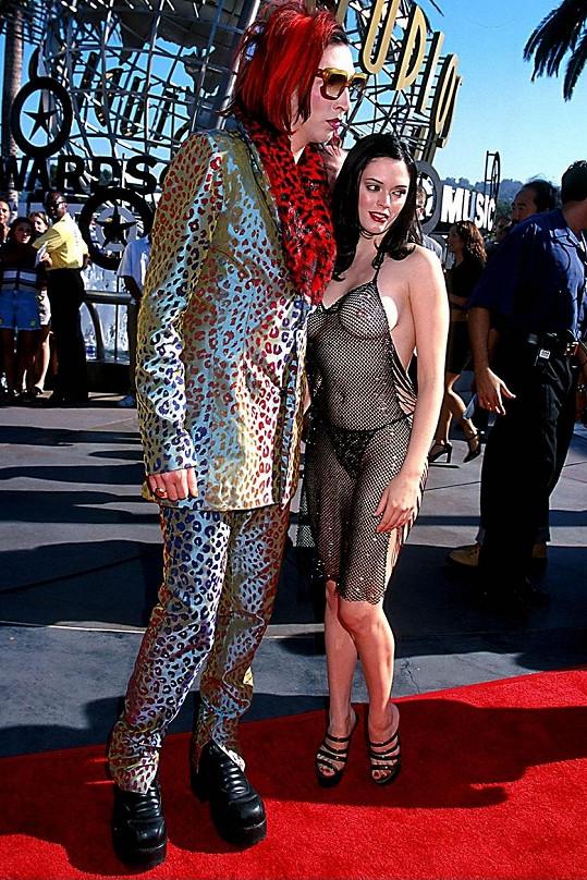 Herečka byla v minulosti zasnoubená i s Marilynem Mansonem. Společně tvořili velmi kontroverzní pár.