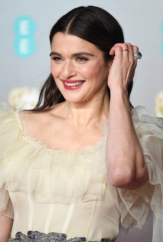 Rachel Weisz vypadala na udílení cen BAFTA báječně.