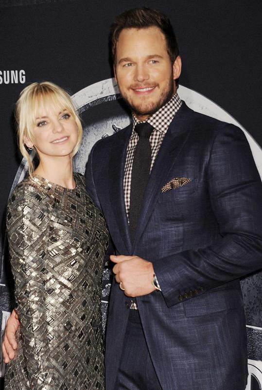 Chris Pratt s manželkou Annou Faris na premiéře Jurského světa