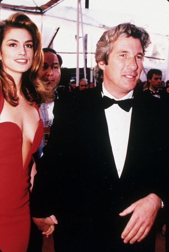 První manželkou Richarda Gerea byla Cindy Crawford.
