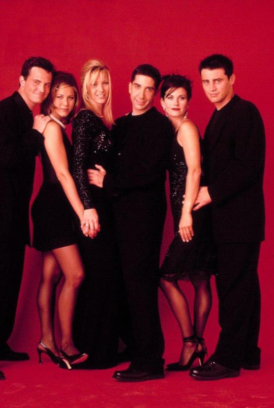 Jennifer Aniston by se nebránila rebootu Přátel. Na snímku zleva Matthew Perry, Aniston, Lisa Kudrow, David Schwimmer, Courteney Cox a Matt LeBlanc