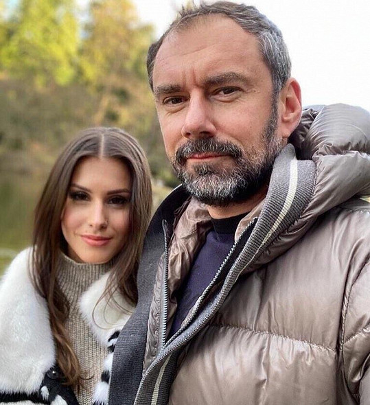 Informaci Super.cz potvrdila jeho přítelkyně Sára.