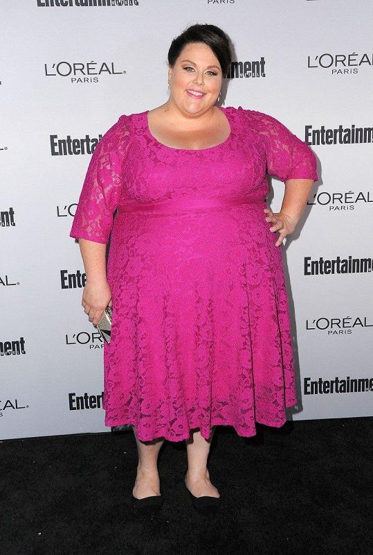 Chrissy se nebojí ani růžové barvy. Entertainment Weekly Pre-Emmy Party (září 2016)