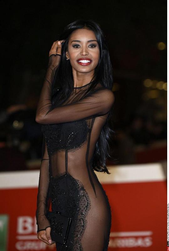 Zajistí jí tento sexy outfit roli?