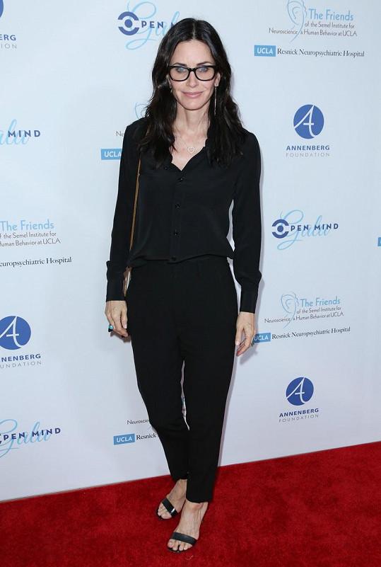 Útočiště po prodeji domu v Beverly Hills našla moderátorka u kamarádky Courteney Cox.