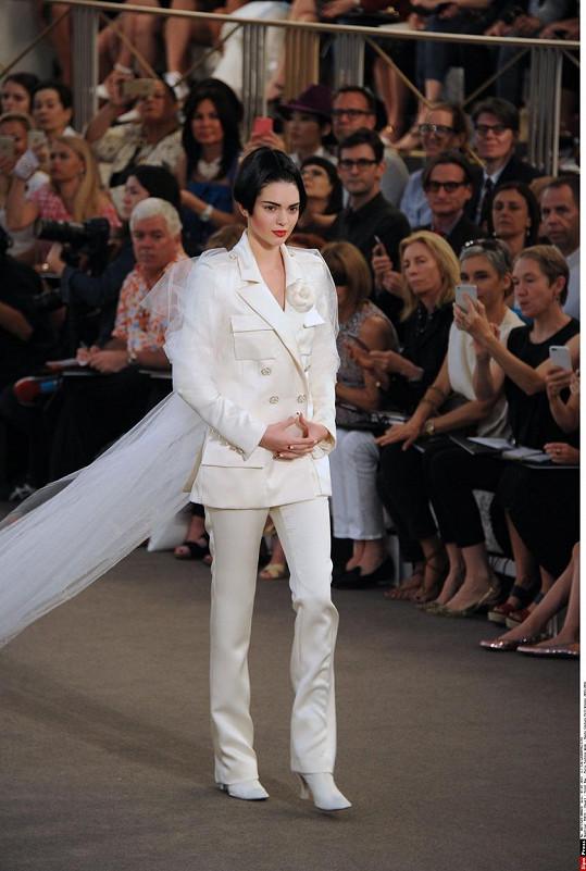 Kendall na módní přehlídce v Paříži.