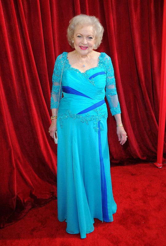 """Mluvčí Betty White ujistil fanoušky, že je jejich """"národní poklad"""" v pořádku."""