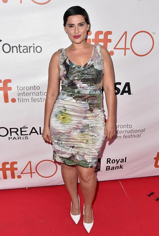 Zpěvačka zavítala na filmovou premiéru dramatu Hyena Road.