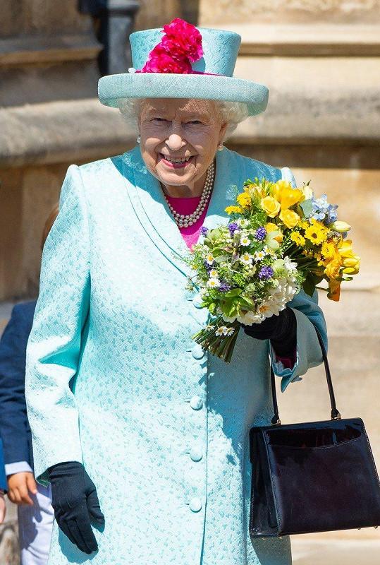 Královna Alžběta vypadala skvostně.