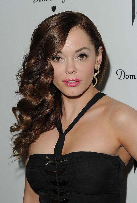 Rose se proslavila seriálem Čarodějky nebo filmem Vřískot.