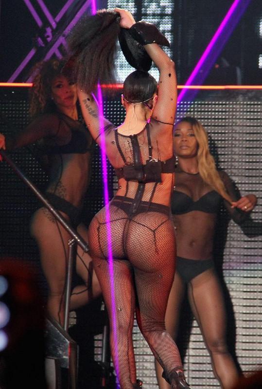 Zpěvačka si nechala vytvořit na poslední turné nové kostýmy.
