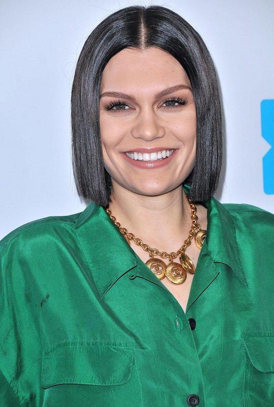 Se slavným krasavcem má randit zpěvačka Jessie J.
