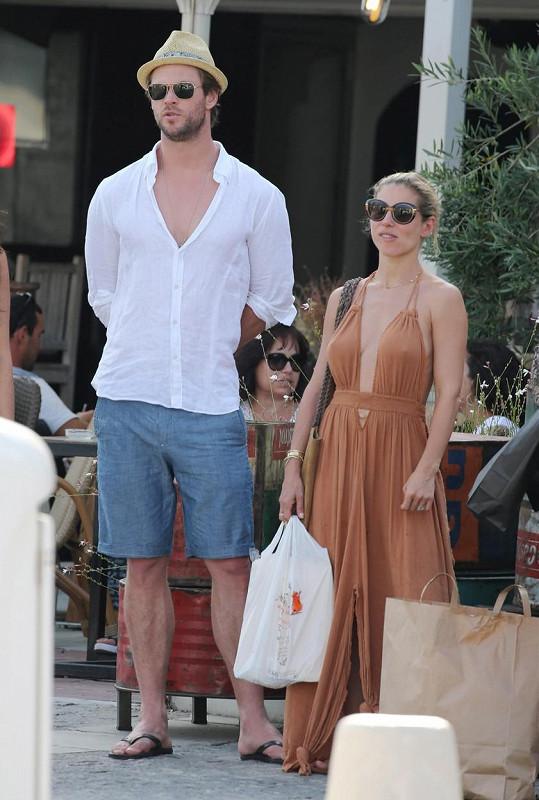 Chris a Elsa si užívají dovolenou na Korsice.