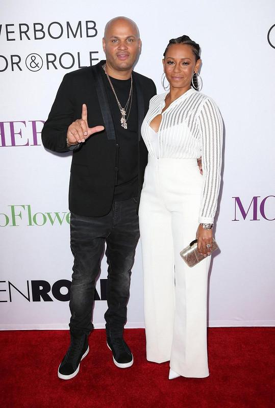 Mel B se rozvádí se Stephenem Belafontem.
