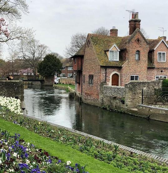 Syn Morávkové studuje ve městě Canterbury.