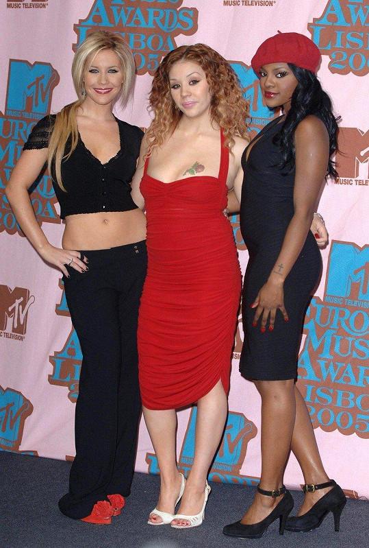 Ve skupině Sugababes fungovala až do roku 2005. Skupinu opustila kvůli poporodním depresím a potřebě trávit více času s dcerou.