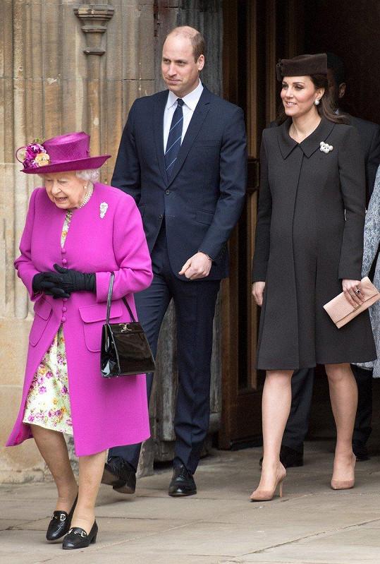 Kate porodí třetího potomka během následujících týdnů...