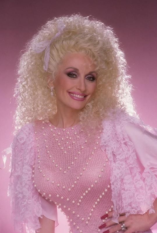 Dolly Parton na konci let osmdesátých.